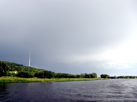 Elbe mit Fernsehturm