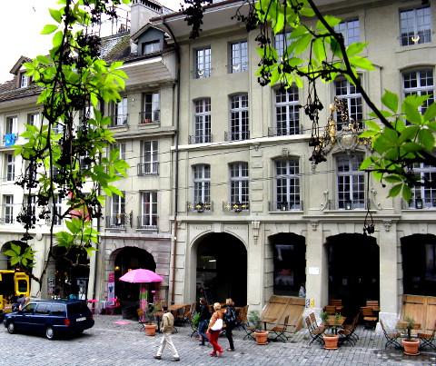 Stadtgasse in Bern mit Laub