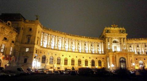 Wiener Hofburg bei Nacht